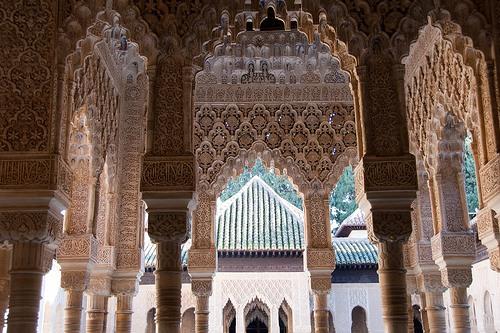 Aplicaciones turísticas para el iPad: la Torre Eiffel y la Alhambra