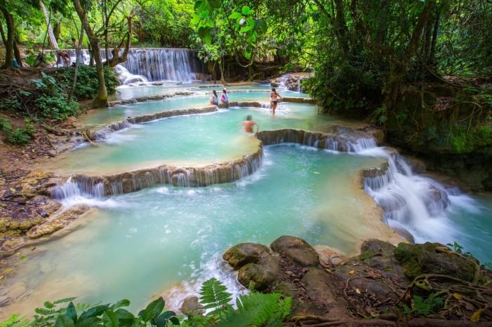 Piscinas naturales en Kuang Si Falls, Laos.