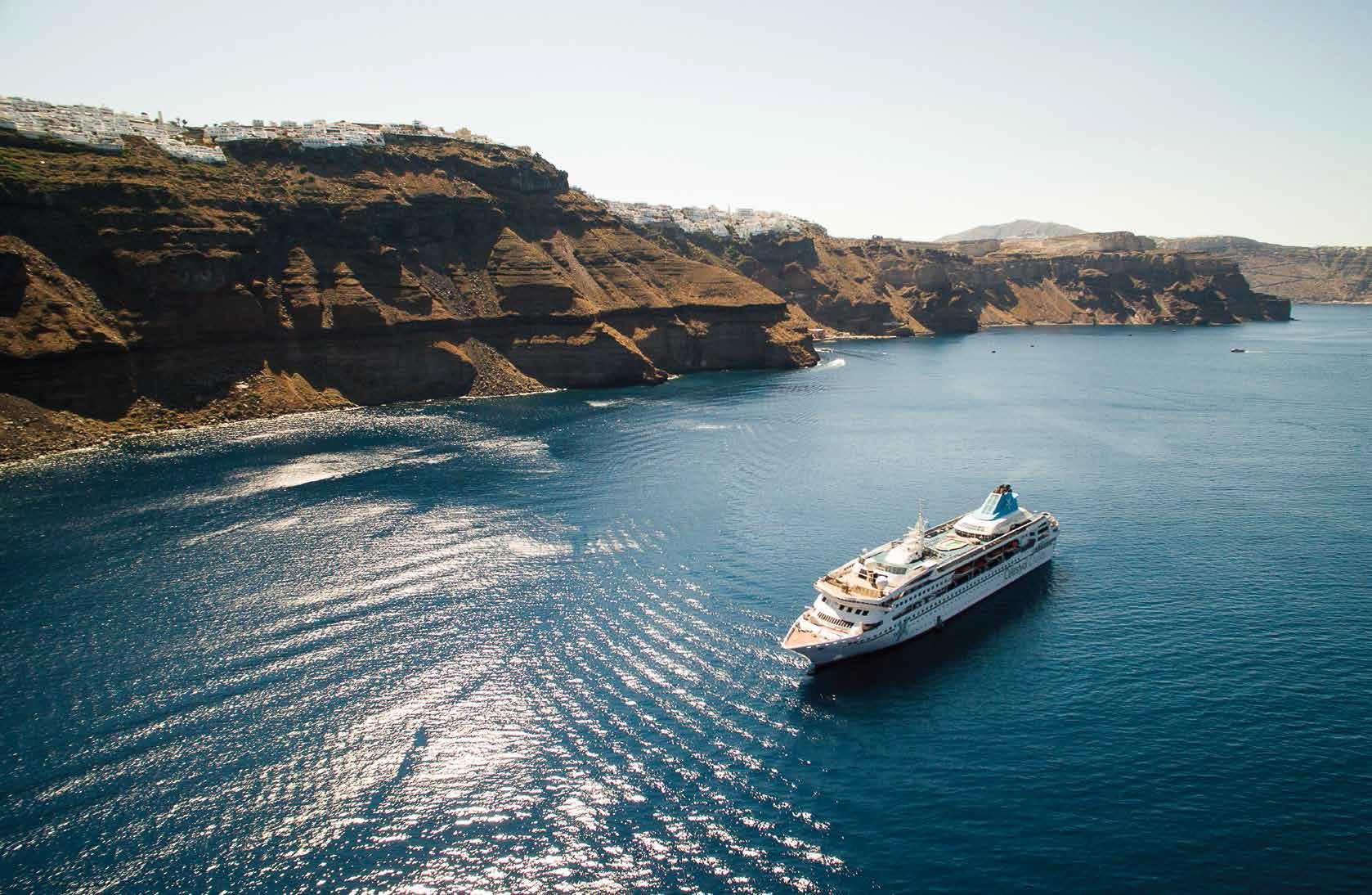 Celestyal Cruises en Santorini