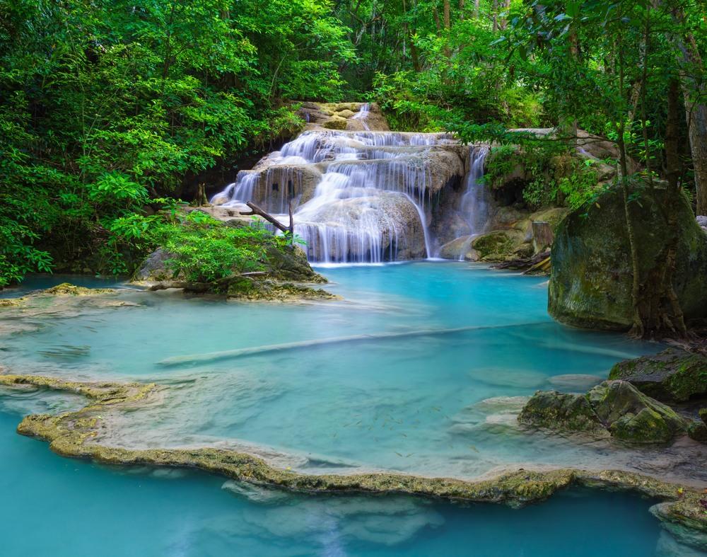 Piscina natural de Erawan en Kanchanaburi (Tailandia)