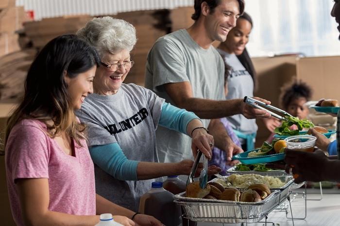 Voluntarios el Día de Acción de Gracias