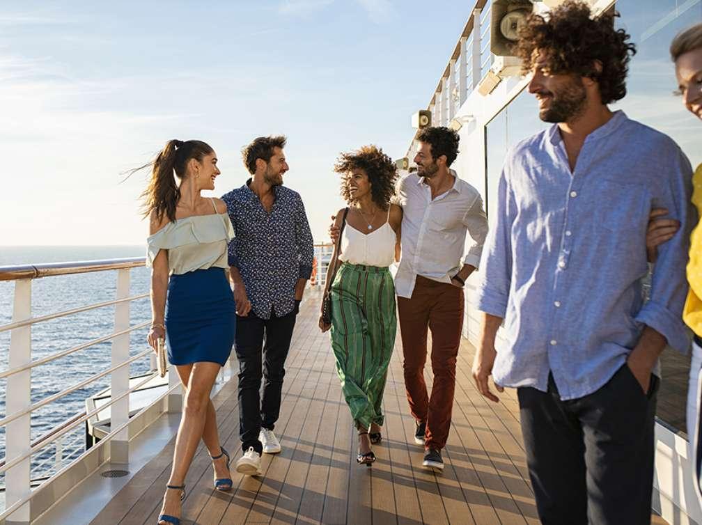 Grupo de amigos en un Crucero