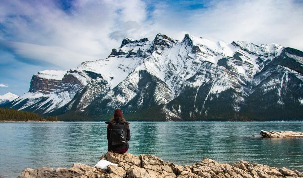 Lago Minnewanka en Alberta