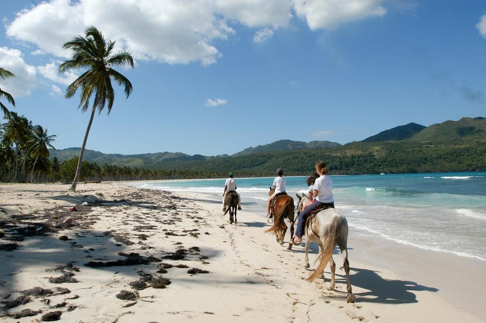 Pasea a caballo en playa Rincón