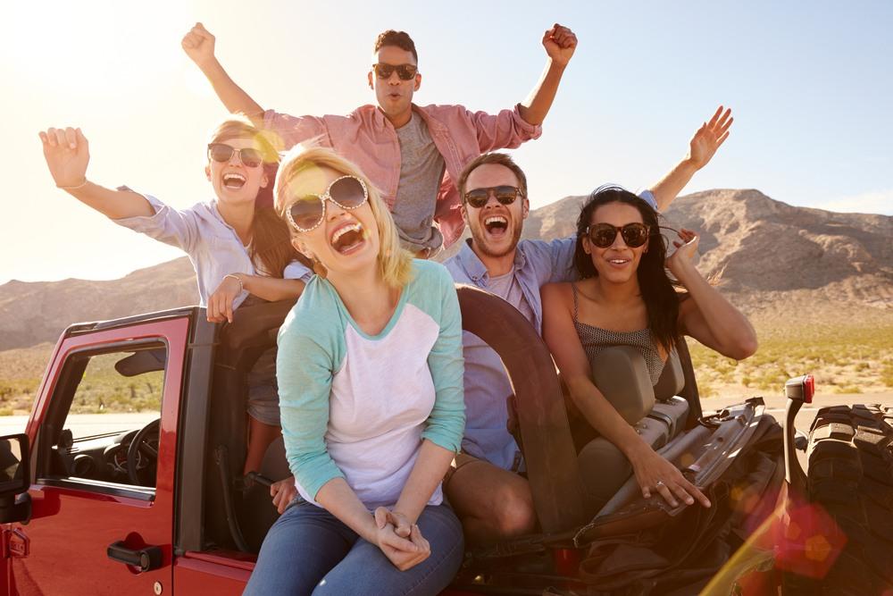 Ruta en coche con amigos