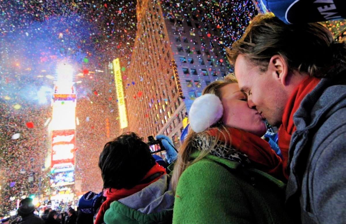 Beso de una pareja en Nueva York
