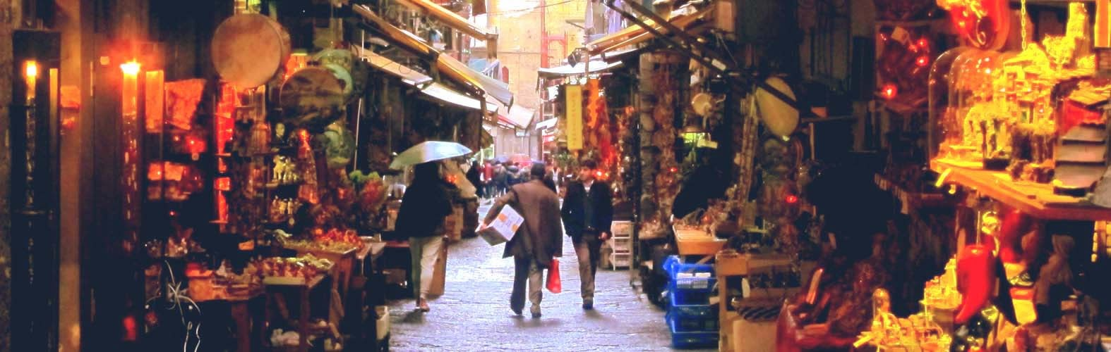 Via San Gregorio Armeno, Nápoles