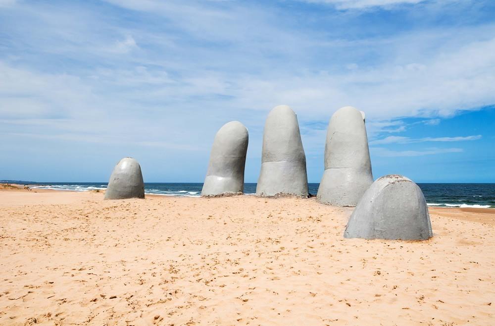 Escultura mano Punta del Este, Uruguay