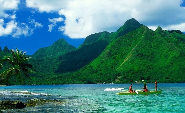 Turistas en el Parque Nacional Isla del Coco