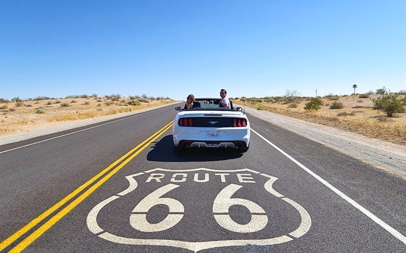 Amigos en la Ruta 66 de Estados Unidos