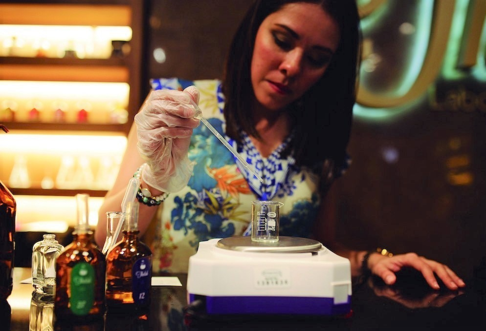 Creación de perfume en laboratorio