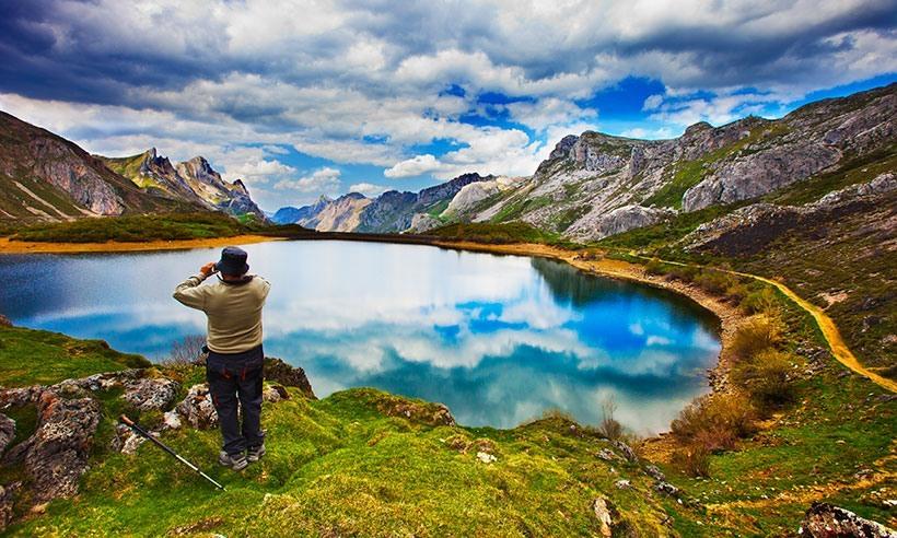 Excursionista en el Parque Nacional de Somiedo