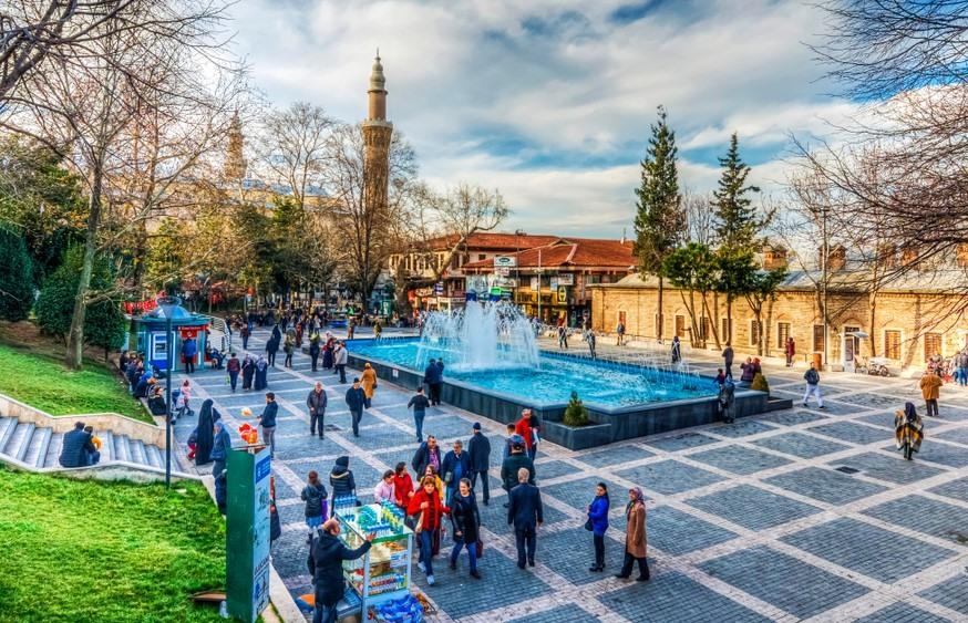 Plaza cerca de el Benesten en Bursa