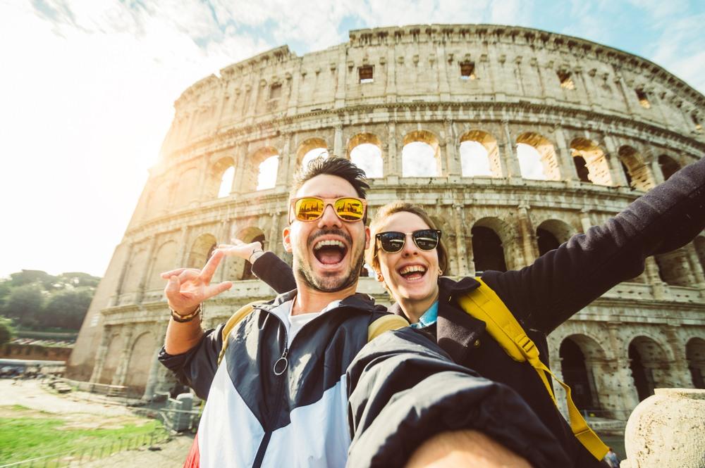 Pareja disfrutando en Roma