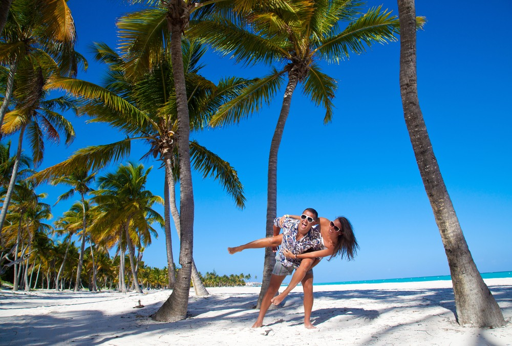 Pareja en una playa de Punta Cana