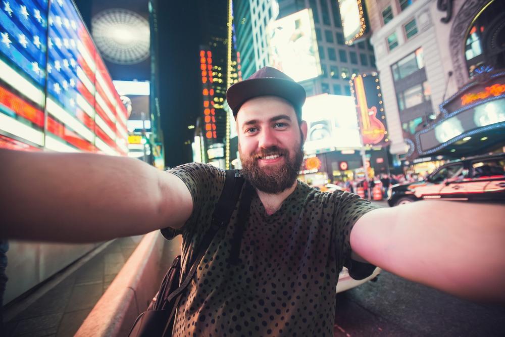 Selfie de un turista en Times Square