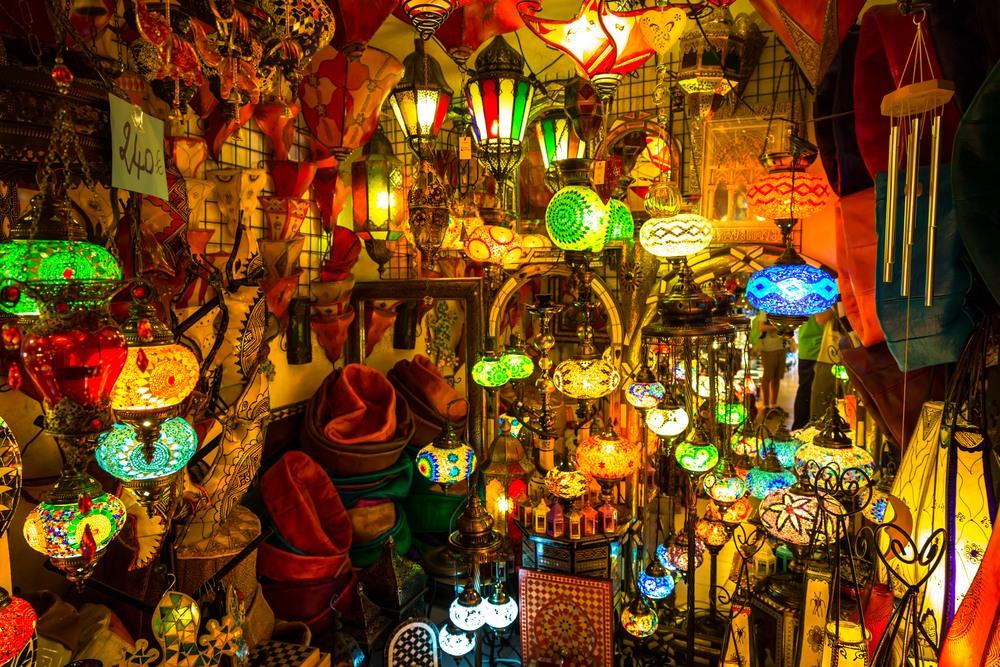 Puestecito de lámparas en el zoco de Marrakech