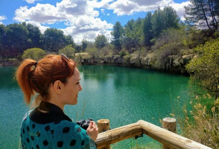 Turista fotografiando las lagunas