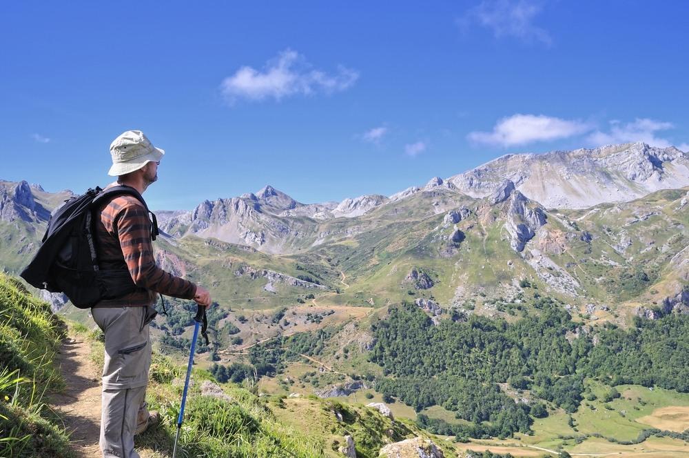 Excursionista disfrutando de las vistas del Parque