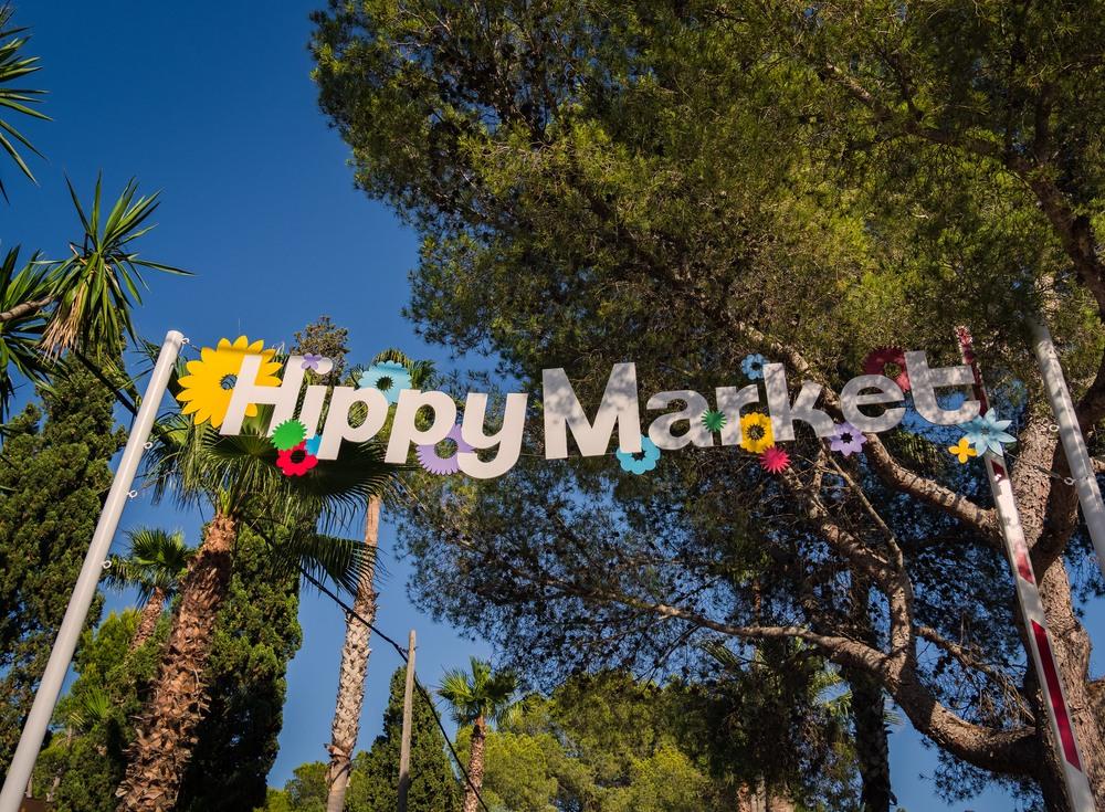 Entrada del Mercado Hippy de Es Canar
