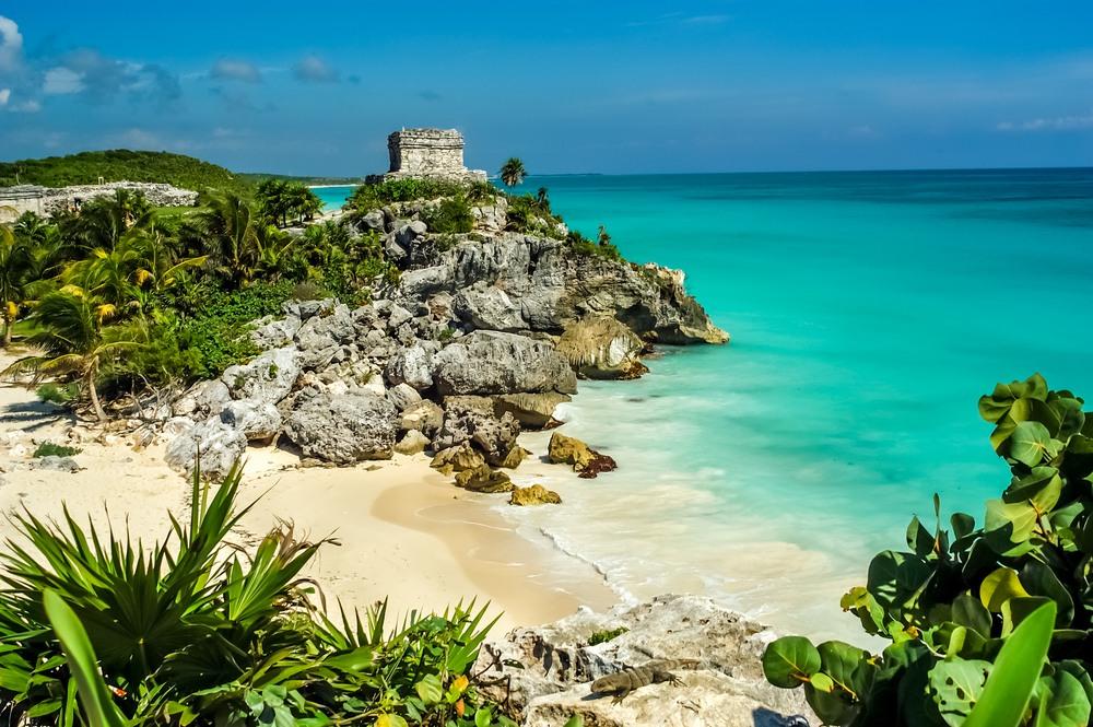 Ruinas Mayas y playa de Tulum en Riviera Maya.