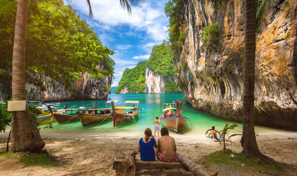 Pareja en una playa de Krabi