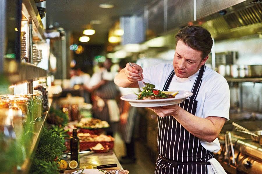 """Jamie Oliver, pone su nombre en los sietes restaurantes """"Jamie's Italian"""" de la flota"""