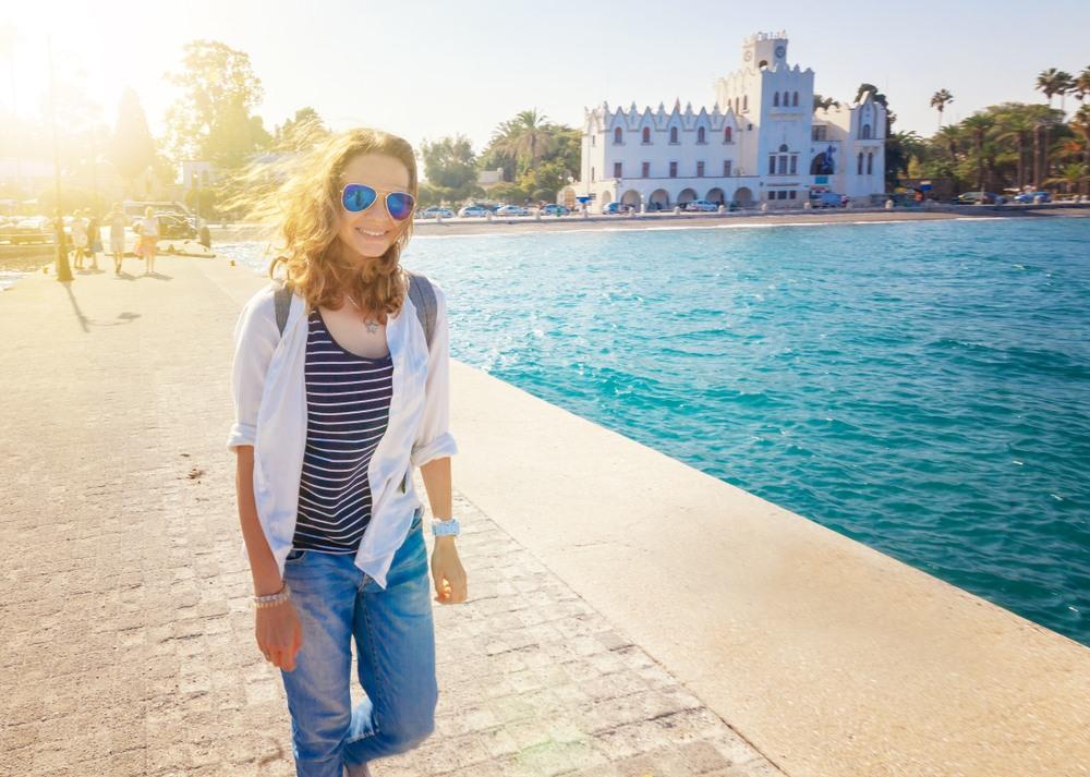 Chica disfrutando de la isla de Kos