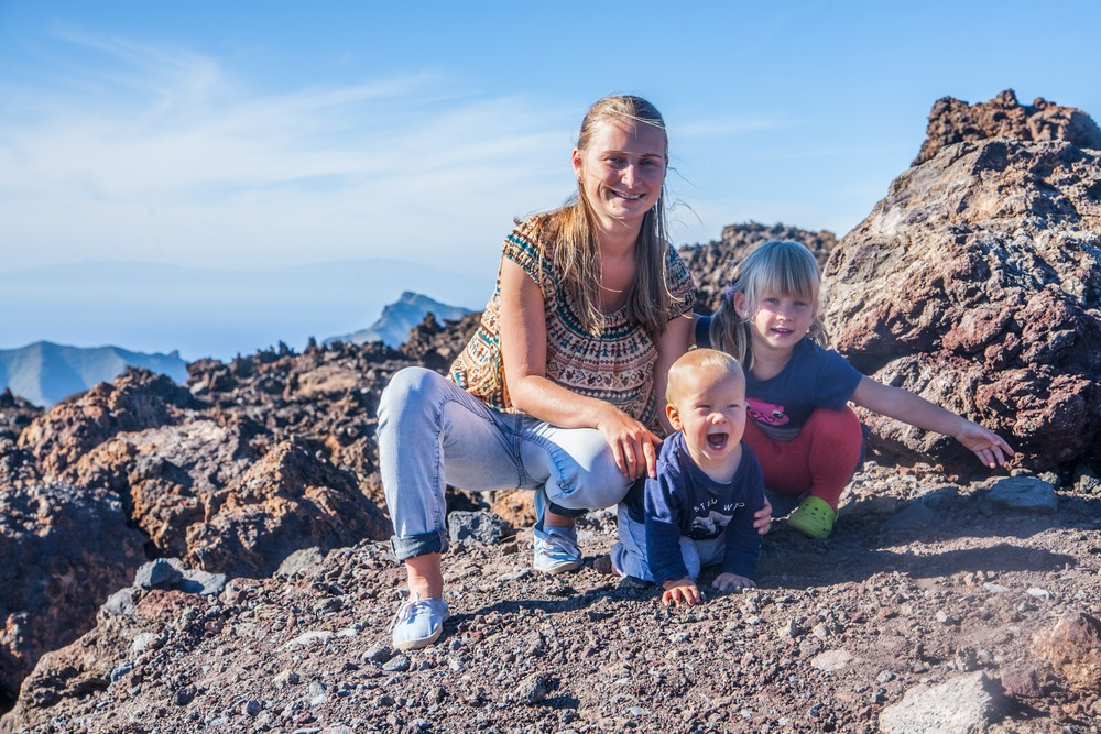 Familia de visita en el Parque Nacional del Teide