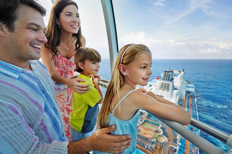 Familia disfrutando de un crucero