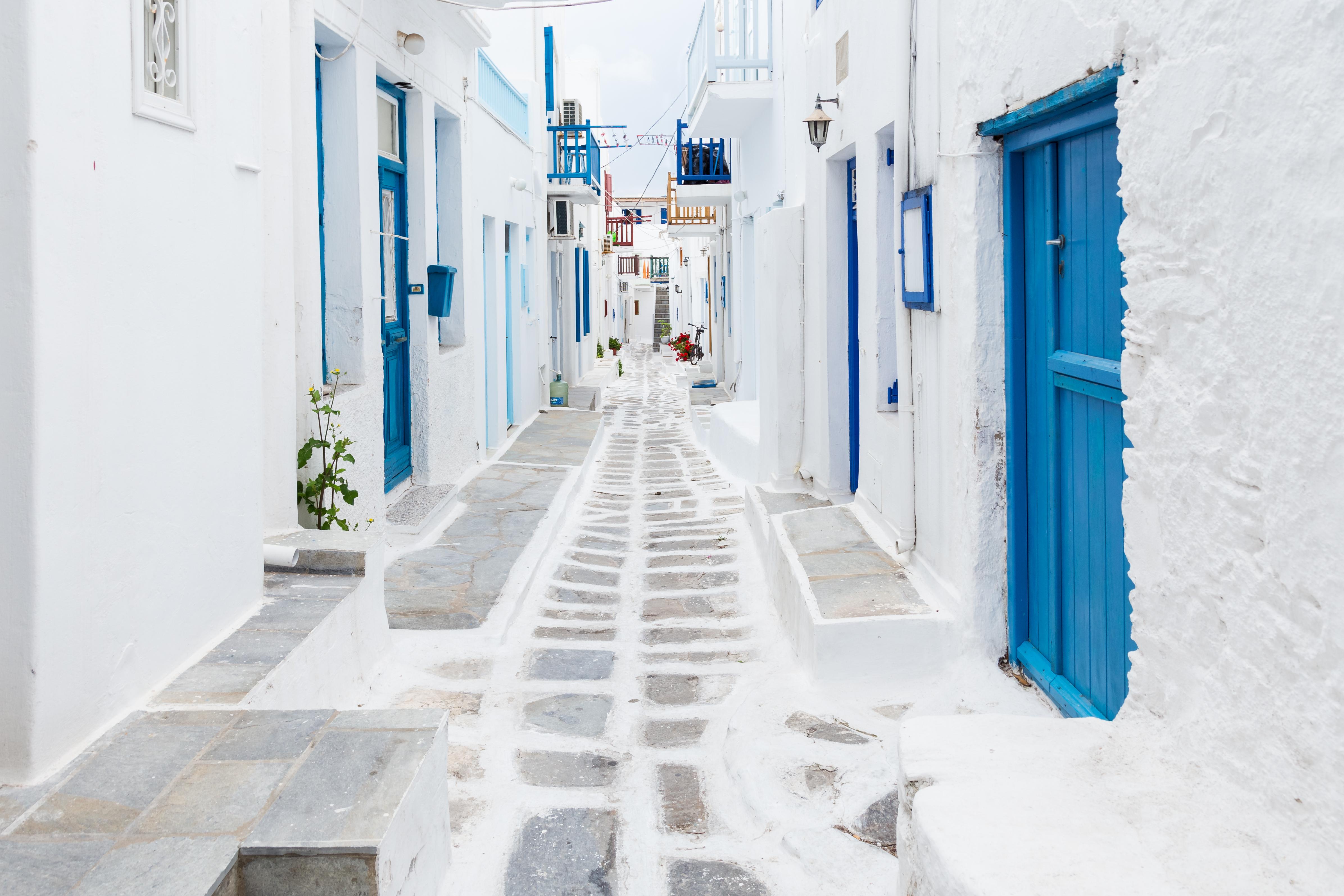 Una de las calles blancas de Chora en Mikonos
