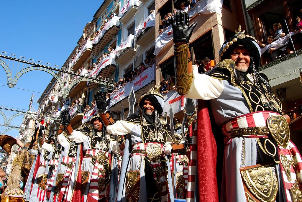 Fiestas populares de Moros y Cristianos