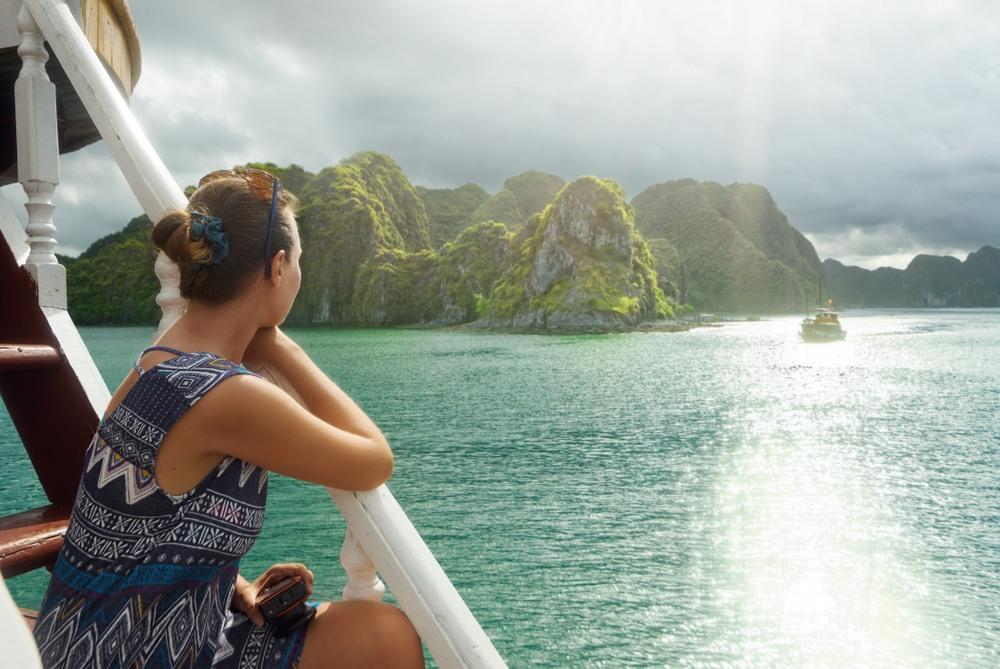 Vistas de la Bahía de Halong desde un crucero