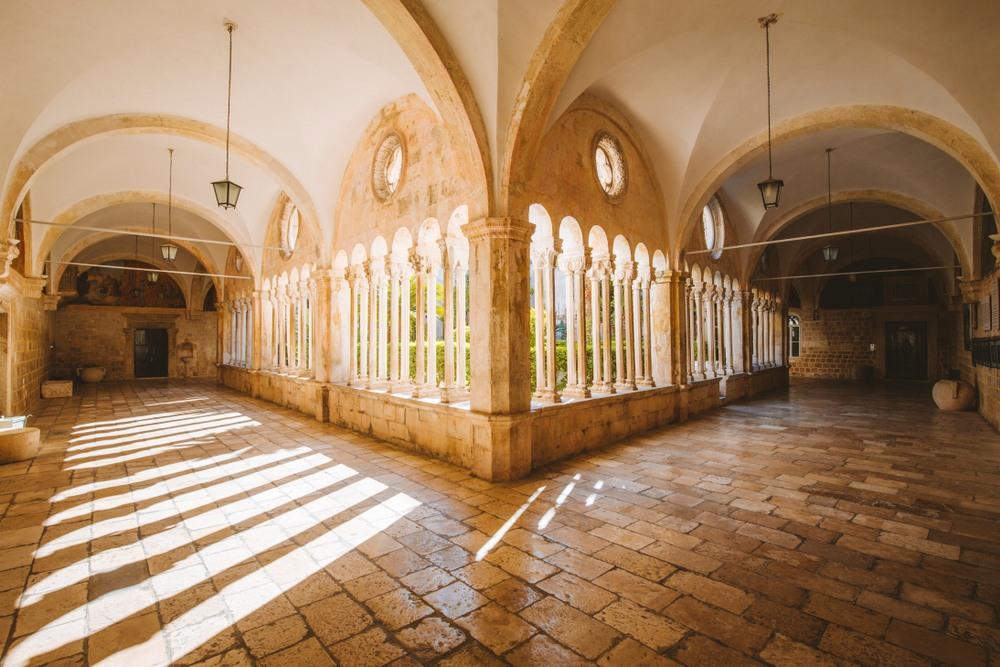 Monasterio Franciscano, que alberga la farmacia más antigua de europa