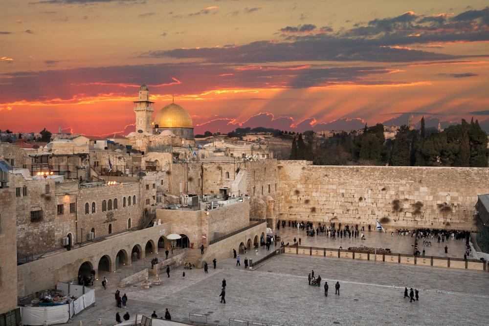 Espectacular puesta de sol en el Muro de las lamentaciones en Jerusalem
