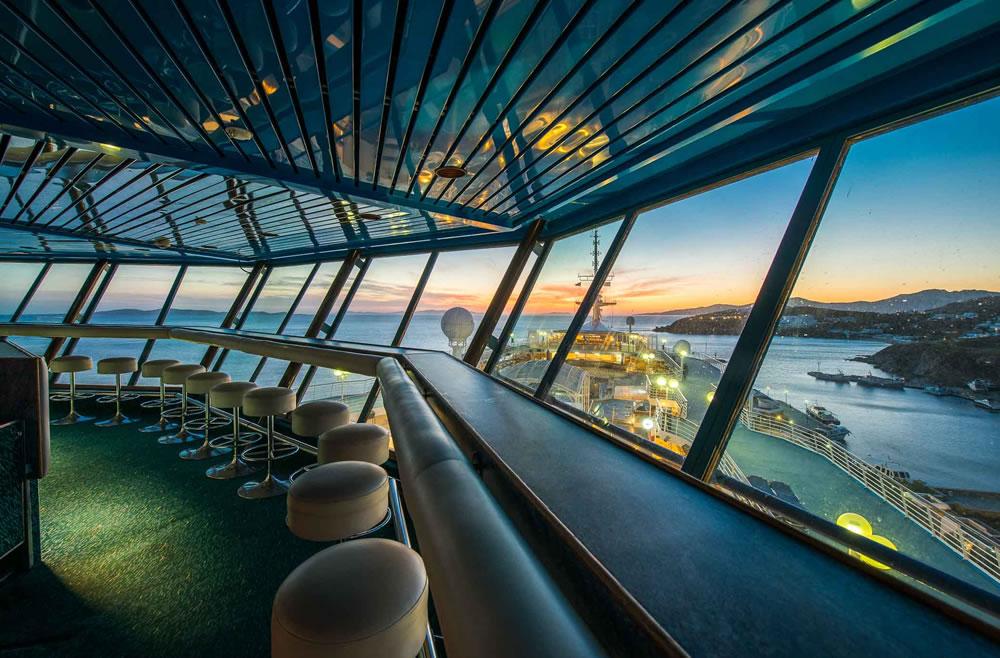 Zona de bar en el Crystal II de Celestyal Cruises