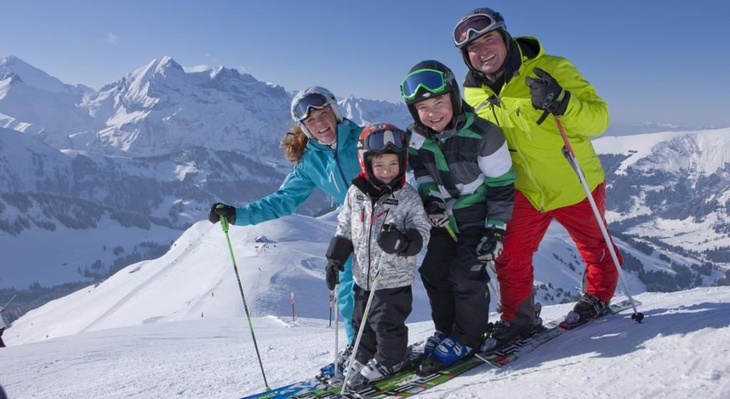 Familia esquiando en Baqueira Beret