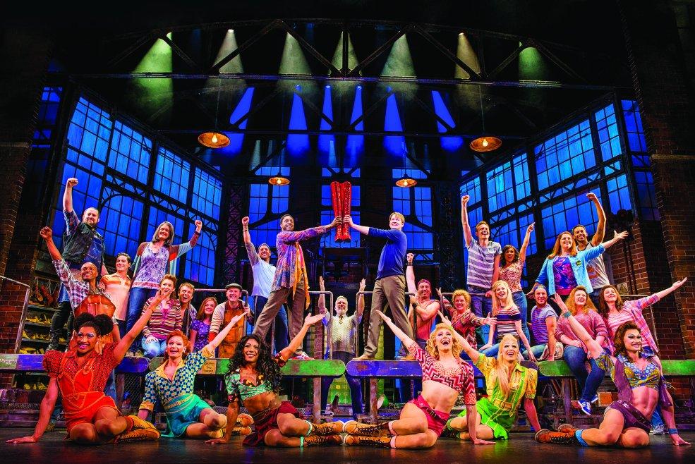 Escena del musical a bordo Kinky Boots