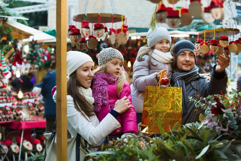 Familia visitando el mercado de Barcelona