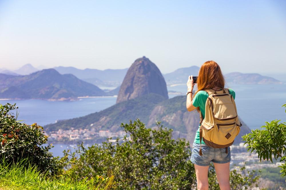 Chica en un mirador de Rio de Janeiro