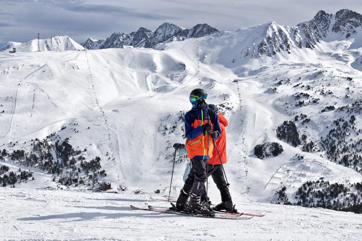 Esquiadores en una de las pistas de Grandvalira