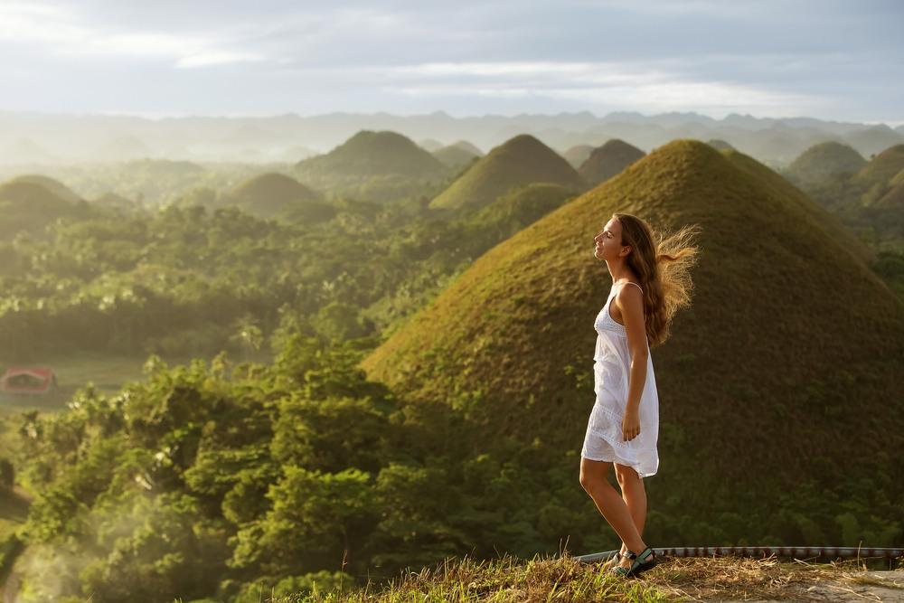Chica disfrutando de un circuito por Filipinas