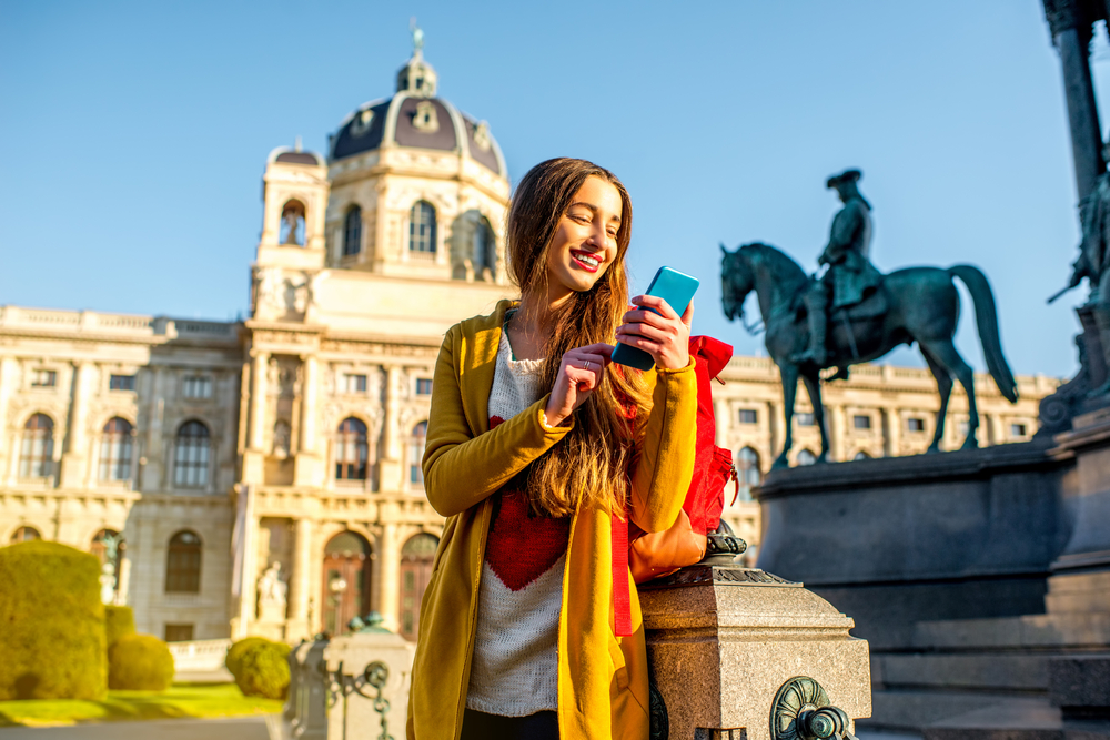 Chica paseando por Viena