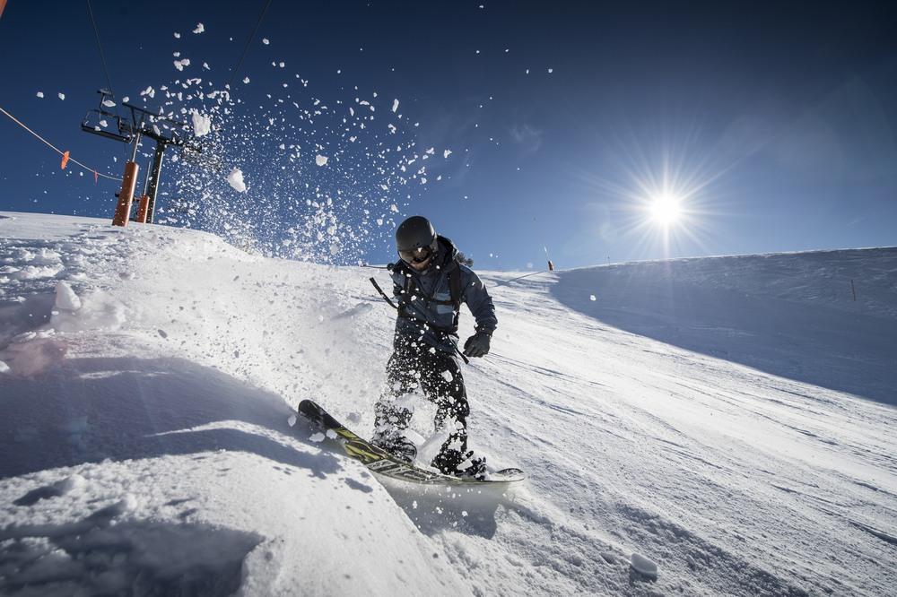 Bajada en Baqueira con snowboard