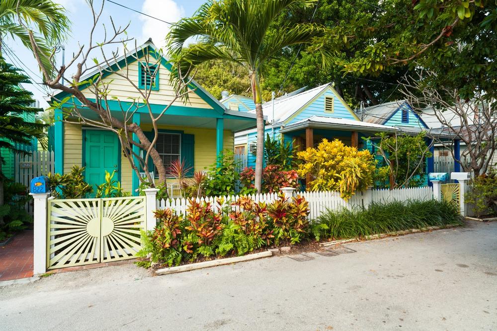 Casas coloridas Vintage en las calles de key West, Florida