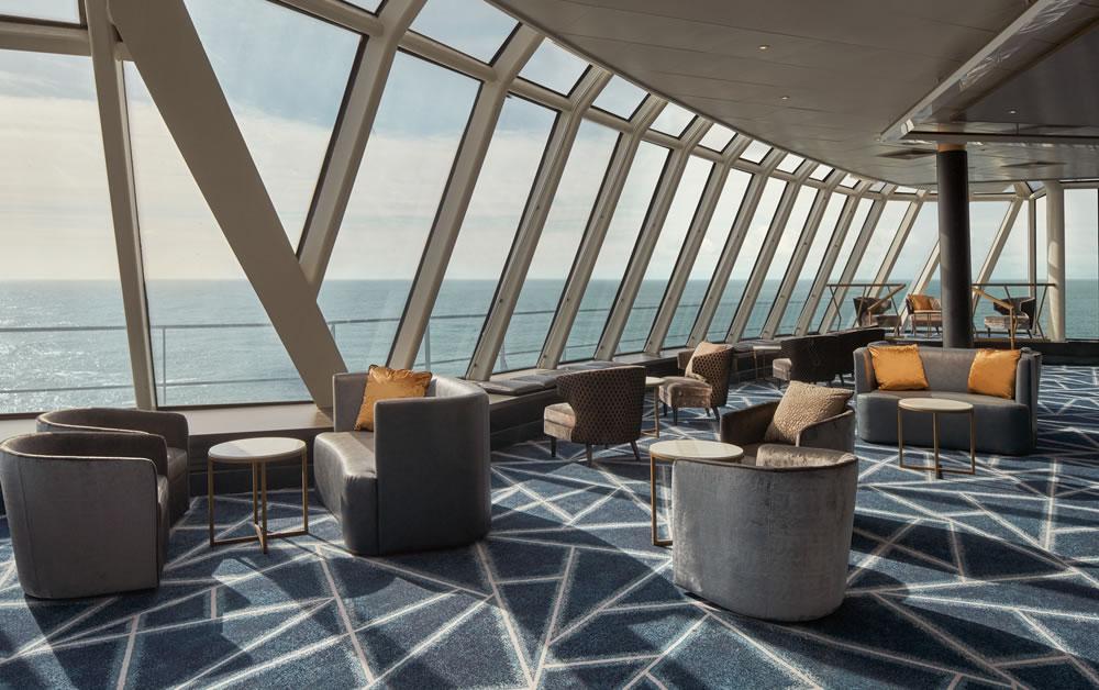 Imagen del Spinnajer Lounge en el interior del Norwegian Spirit