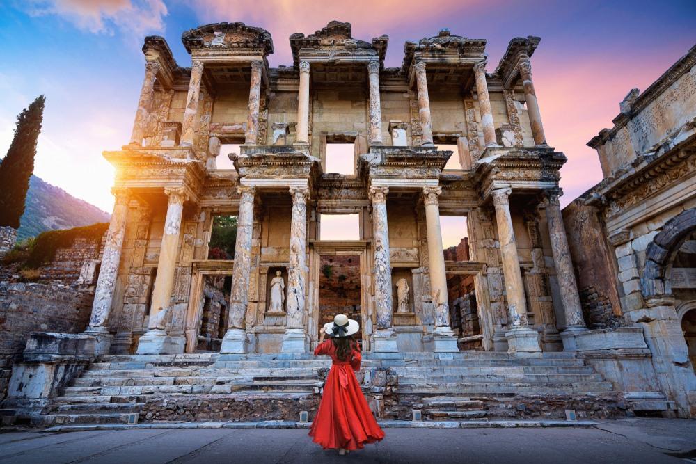 Biblioteca Celsus en la antigua ciudad de Éfeso en Izmir, Turquía
