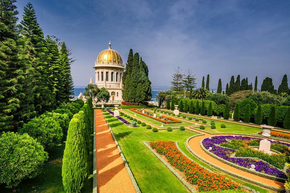Jardines Bahai y templo con vistas al mar Mediterráneo y a la bahía de Haifa, Israel