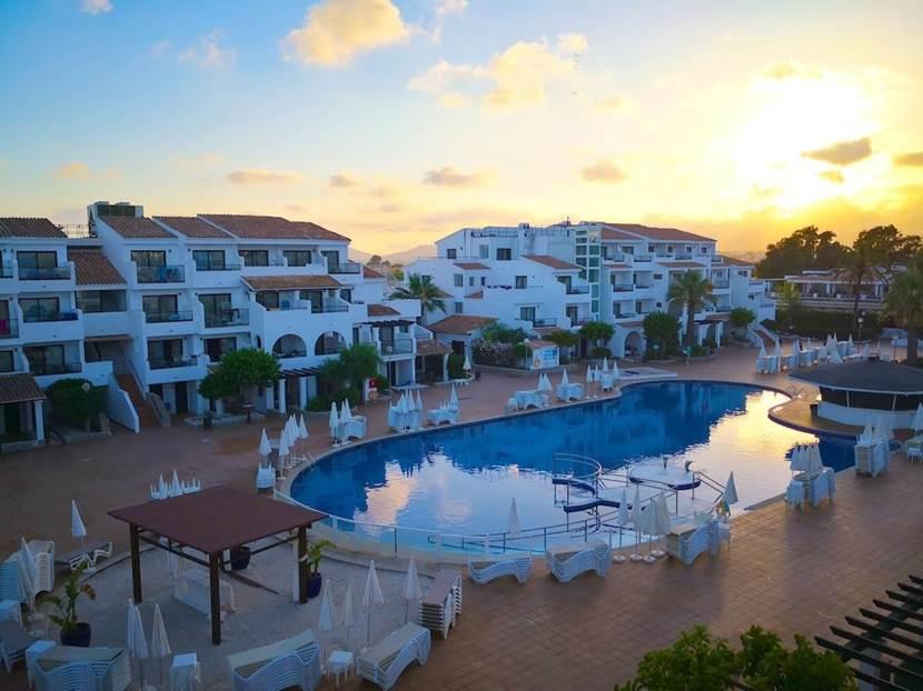 Piscina y terraza del Fergus Style Bahamas